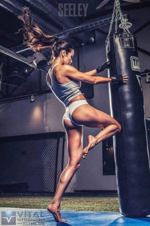 Kickboxing training and ringgirls Rumania bring glamour to the gym